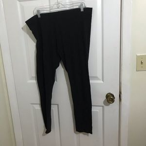 5/$45 Women's Size 2XL Black Yoga Capri